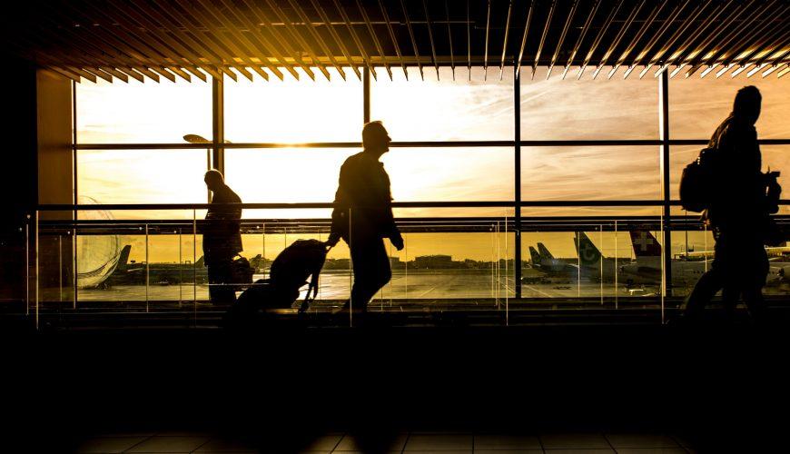 How to Avoid Checking Luggage: 4 Must-Know Tips - FlightAndHotelGuru.com
